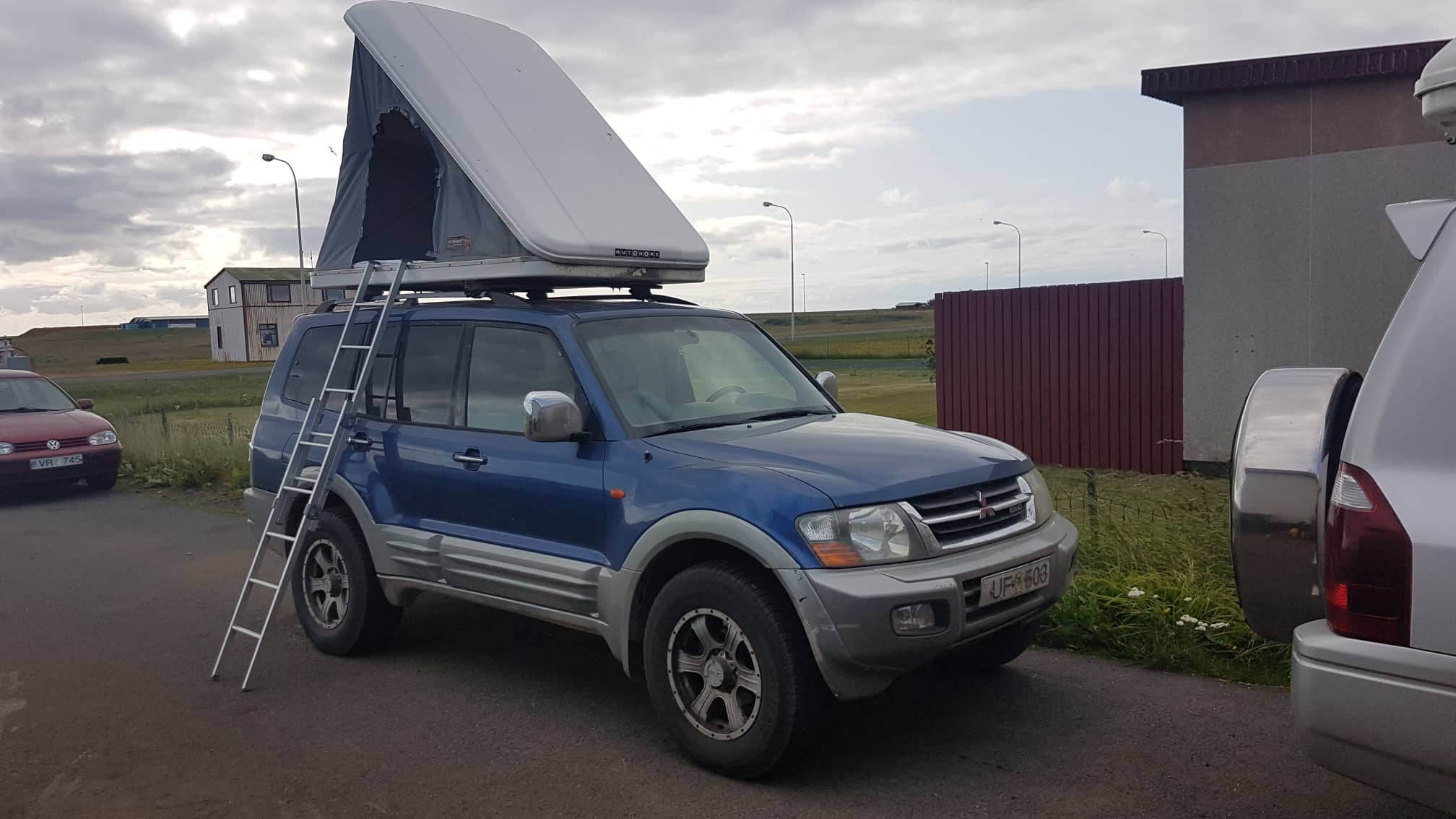 Mitsubishi Pajero + Roof Tent  / Automatic / 4x4 / Diesel / Sleeping bags/  Expedition kit for 2 people. Sleeping in a tent plus a camping kit.